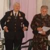 Kiképzőközpontban végzett tevékenység elismeréseként emléklapokat ad át a Főparancsnok, és Horváth Jenő Őrnagy.