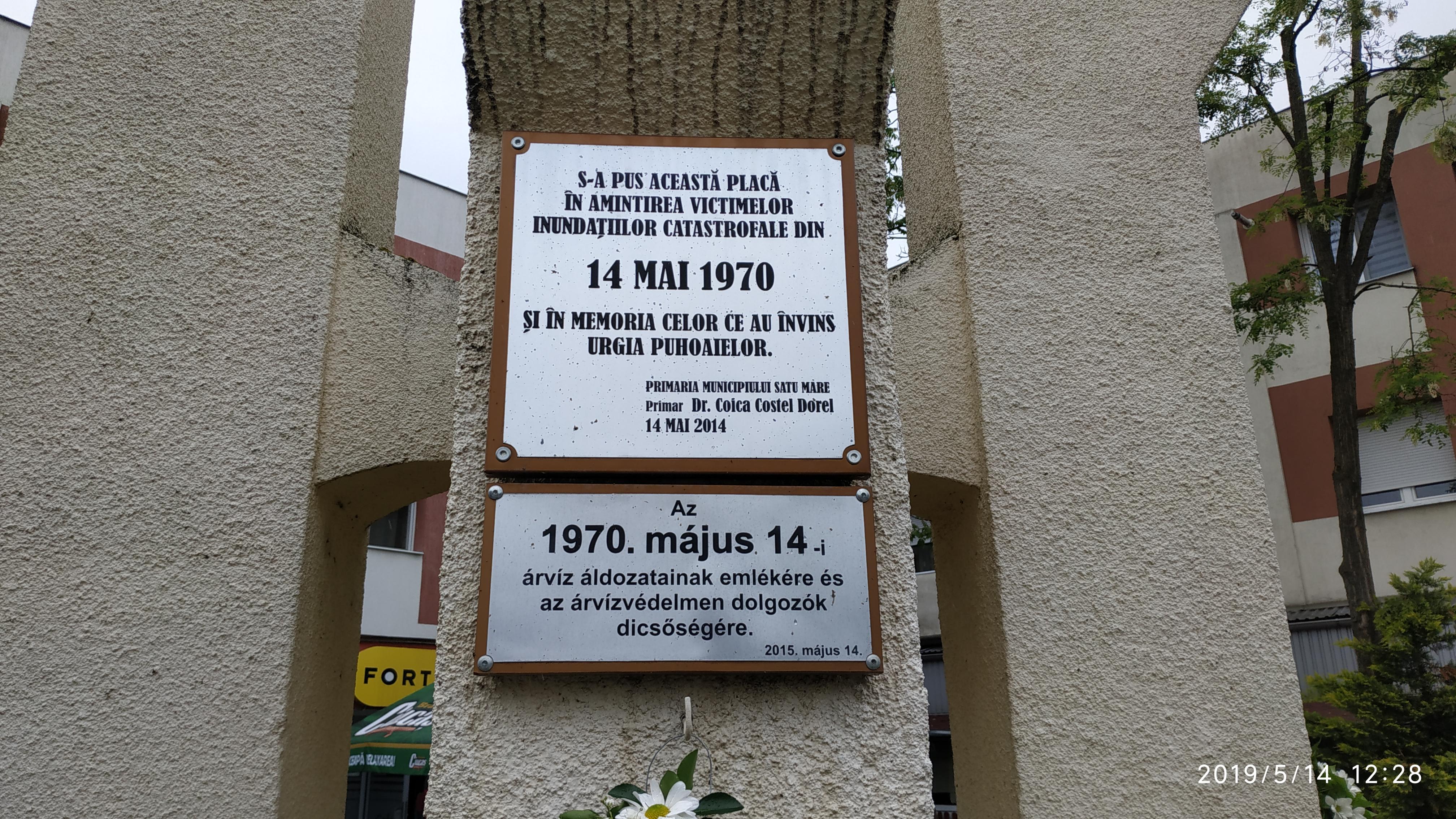 Az-emlékmű2